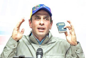 Capriles llama a uniformadosa desobedecer órdenes