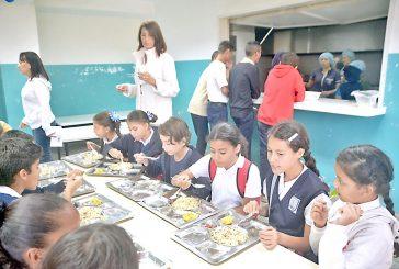 1.200 alumnos de la Sifontes reciben su papa diaria