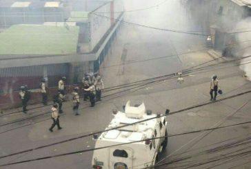 Con gases lacrimógenos dispersan protesta en La Vega, Caracas