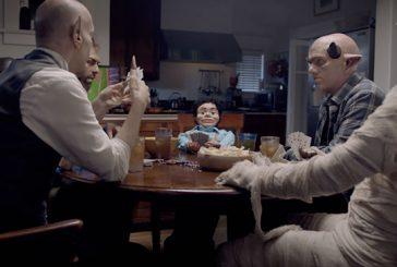 Un anuncio ingenioso reúne a personajes escalofriantes para vender un servicio de TV