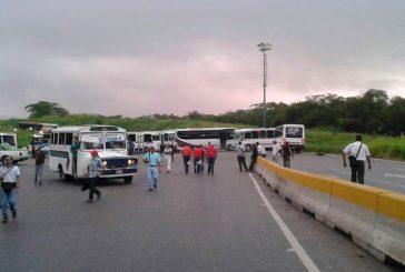 Choferes protestan en Ocumare del Tuy