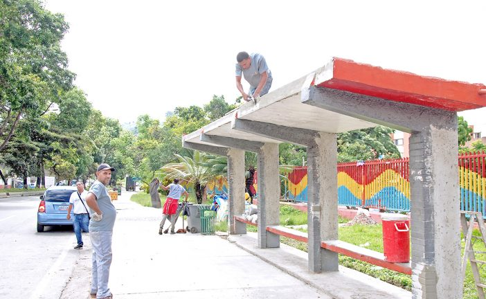 Alcaldía inicia rehabilitación de paradas de transporte
