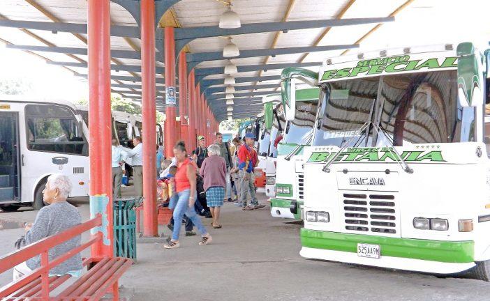 Como una guillotina tildan  buses de La Victoria