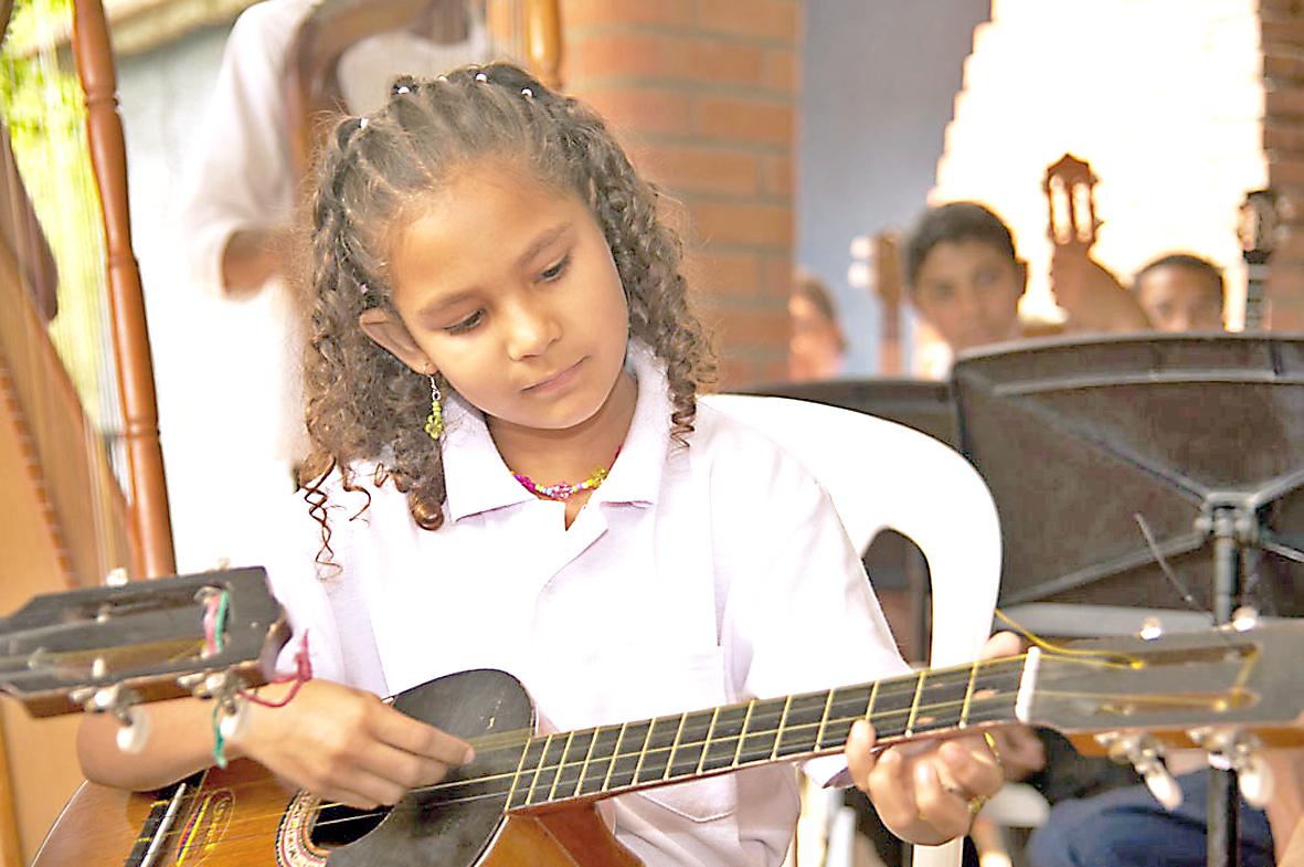 Talleres de dibujo y música en la Casa de la Cultura
