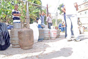 Pagan bombonas a precio bachaquero en El Nacional