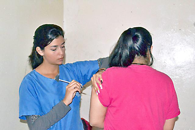 Aplicaron vacunas en Policarrizal