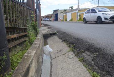 En calle principal de Lagunetica  tienen días sin agua