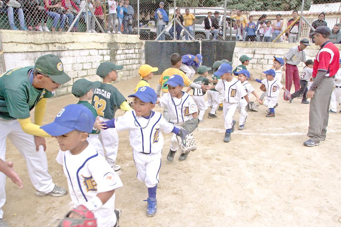 Alexis Padilla y Cachorros lucieron  grandes ante Montañeros