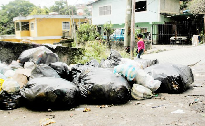Vecinos piden mejoras en  el servicio de aseo urbano