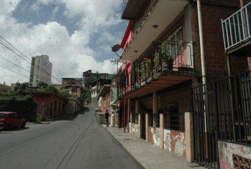 Aguas negras inundan viviendas  en callejón Ricaurte