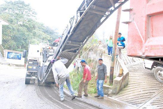 Le meten mano a carretera en Pozo de Rosas