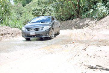 Cuando llueve quedan incomunicados  en Los Montes Verdes