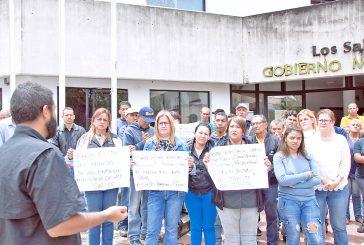 Empleados salienses reclaman recursos para pago de salarios