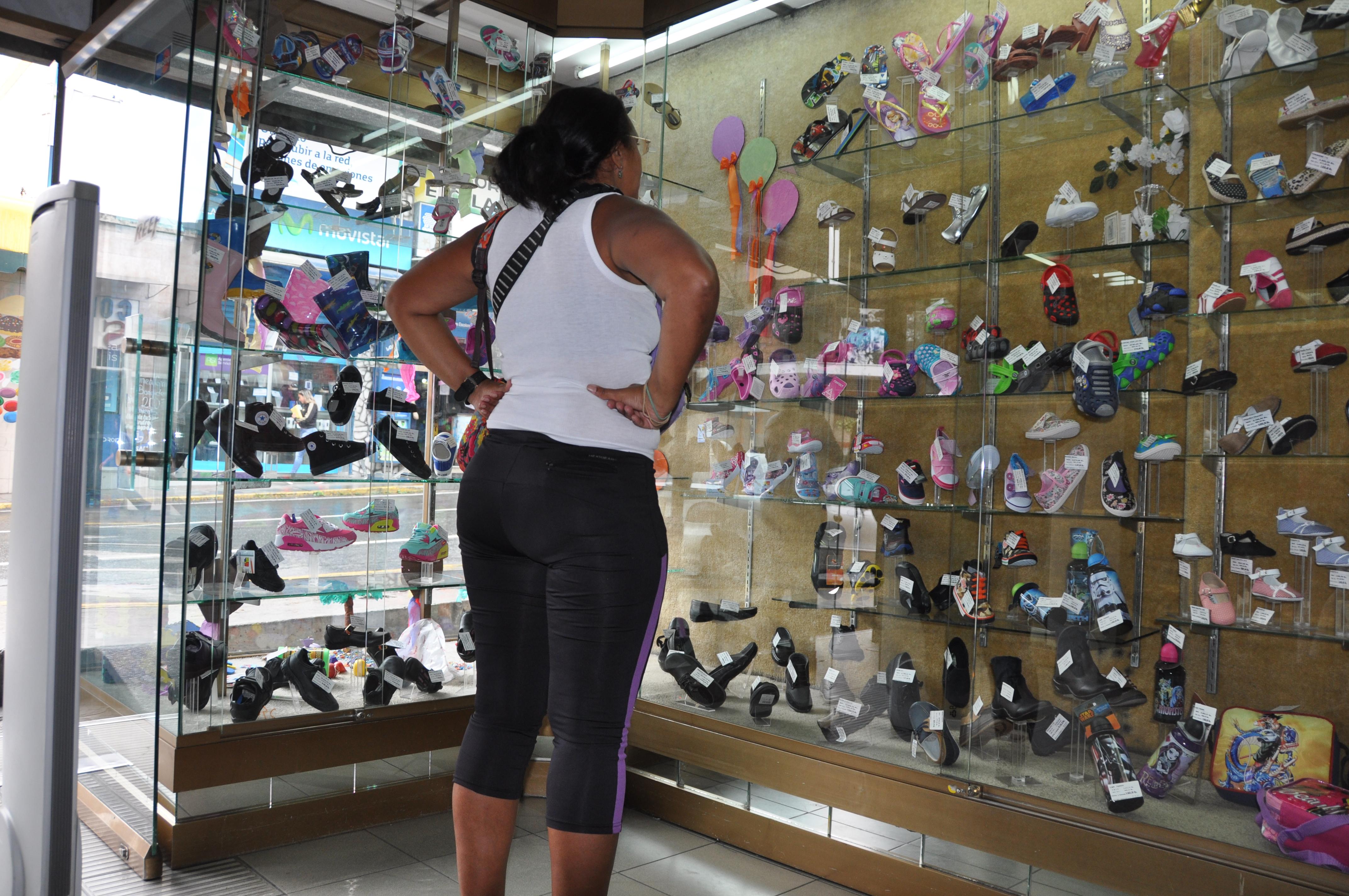 Precios de zapatos escolares  pasan los Bs. 70 mil