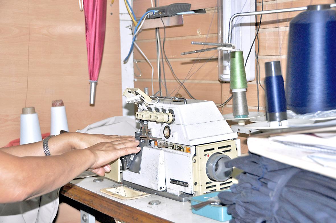 Papás optan por mandar a coser morrales