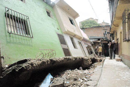 Cinco casas cayeron en la quebrada de El Vigía