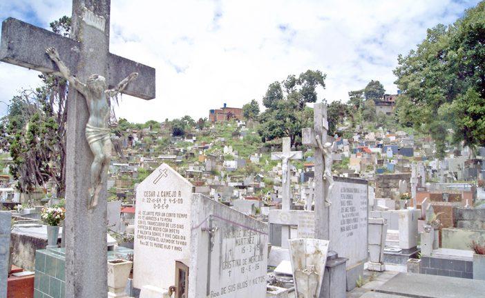 Buscan regularizar a trabajadores  informales del cementerio