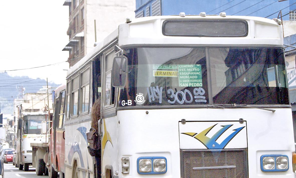 Autobuseros de cinco líneas se declaran en rebeldía