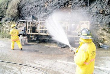 Se incendia camión con 60 bombonas