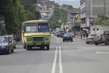 Mujer pierde la vida al huir  de atraco en autobús