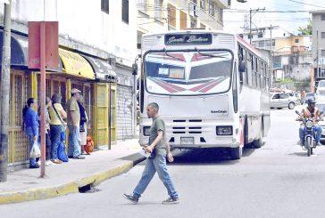 Autobuseros de Carrizal y Los Salias siguen cobrando Bs. 300