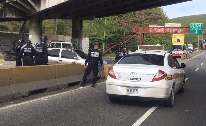Triple colisión dejó  una mujer lesionada