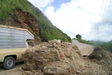 15 derrumbes colapsanvía a El Jarillo