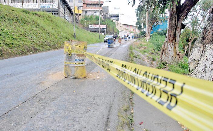 Cierran vía principal de Carrizal