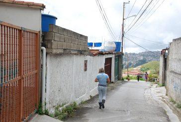Con cisternas sobreviven en el callejón San José