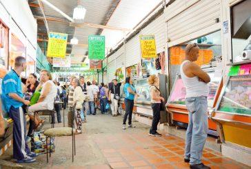 Tequeños recorren varios  mercados cazando precios
