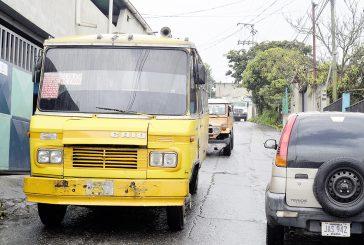 Vecinos de Santa Eulalia pasan roncha por el transporte