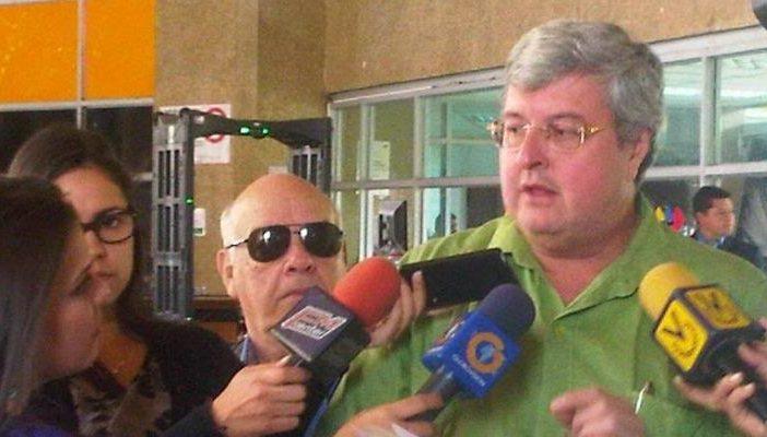 Jota Contreras inscribió candidatura independiente a la gobernación de Miranda