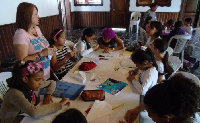Fundación Los Teques impartió taller de Álbumes Plegables