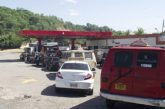 Largas colas se mantienen en el país ante escasez de combustible