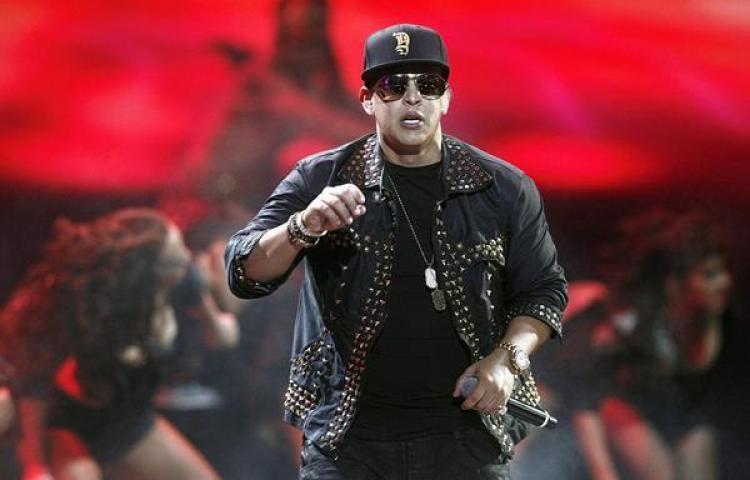 Daddy Yankee rueda un vídeo en Chauen la ciudad azul de Marruecos
