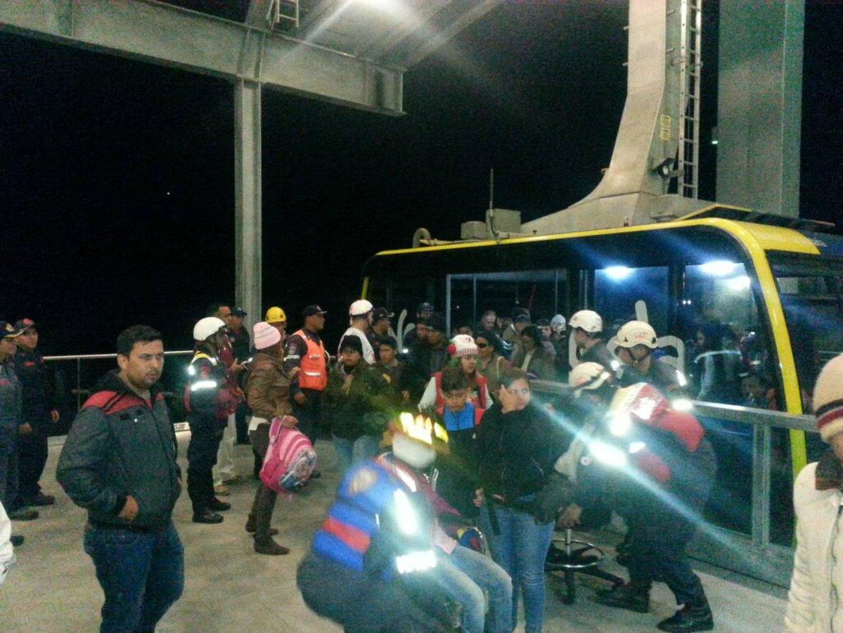 Casi 600 turistas quedaron varados en el teleférico de Mérida por apagón (fotos)