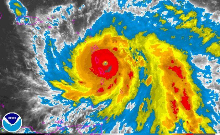 """El huracán María aumenta a categoría 4 y se vuelve """"extremadamente peligroso"""""""