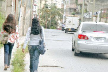 Vecinos viven a punta de  tobitos en la calle Páez