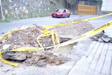 Hidrocapital abre hueco en calle Las Industrias a dos semanas de asfaltada