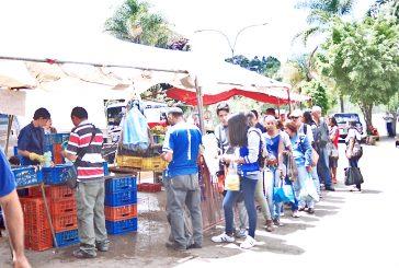 Tequeños hacen cola  para comprar sardina