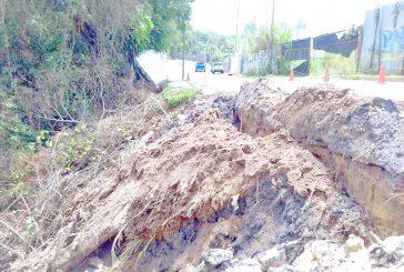 Lluvias se llevaron  muro en Llano Alto