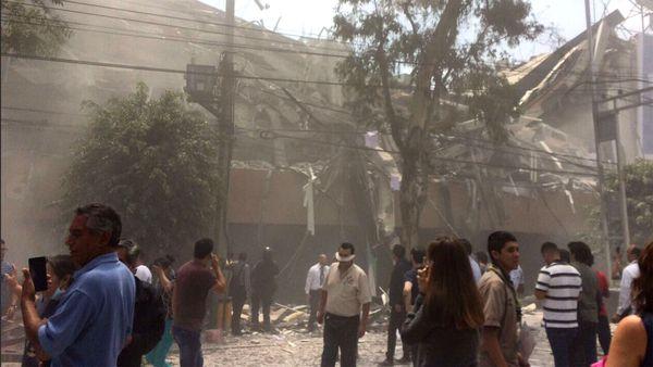 Dos poderosos terremotos casi simultáneos sacudieron México