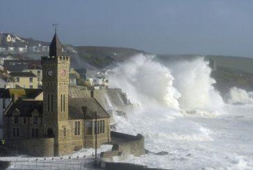 Impresionantes imágenes que ha dejado el huracán Ofelia a su paso por Irlanda