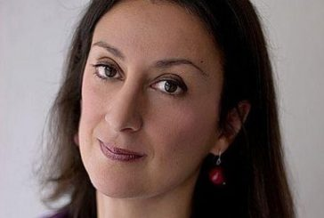 Explosión de un carro bomba deja muerta a una periodista