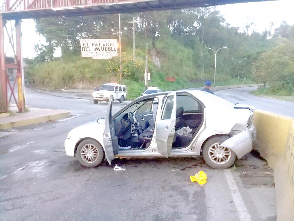 Sujeto dispara a Policarrizal después de un choque