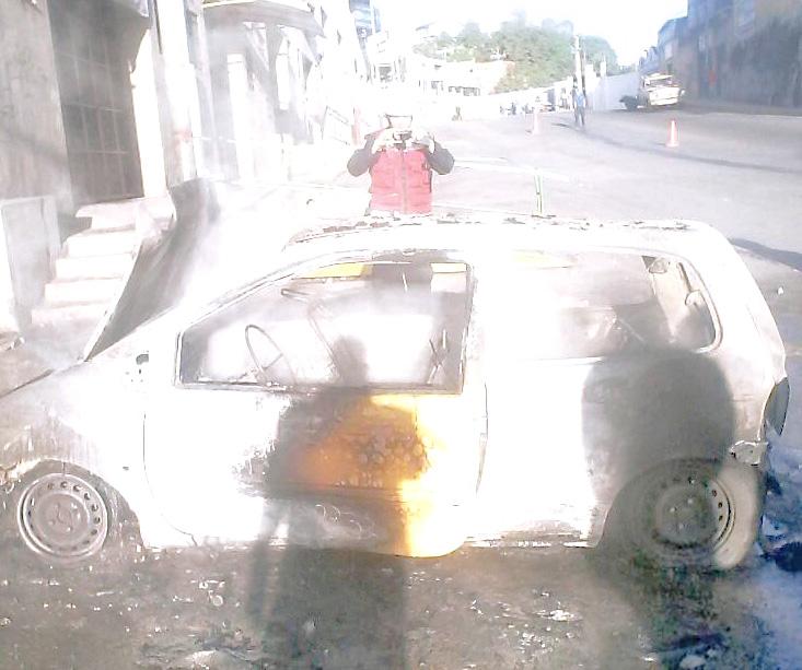 Vehículo se prendió en llamas en Carrizal