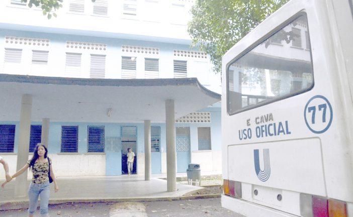 Estudiantes de la Uptamca protestaron por el robo de dos autobuses
