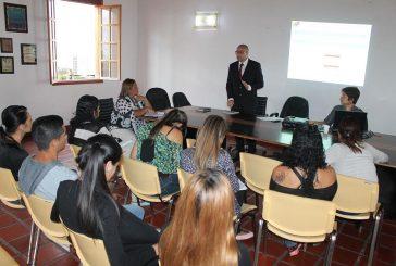 Trabajadores de Registro Civil de Carrizal reciben taller por parte del CNE