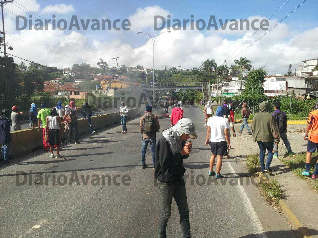 Protestan estudiantes de Uptamca en la PNM