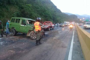 Un muerto y nueve lesionados tras aparatoso accidente en la Caracas-La Guaira